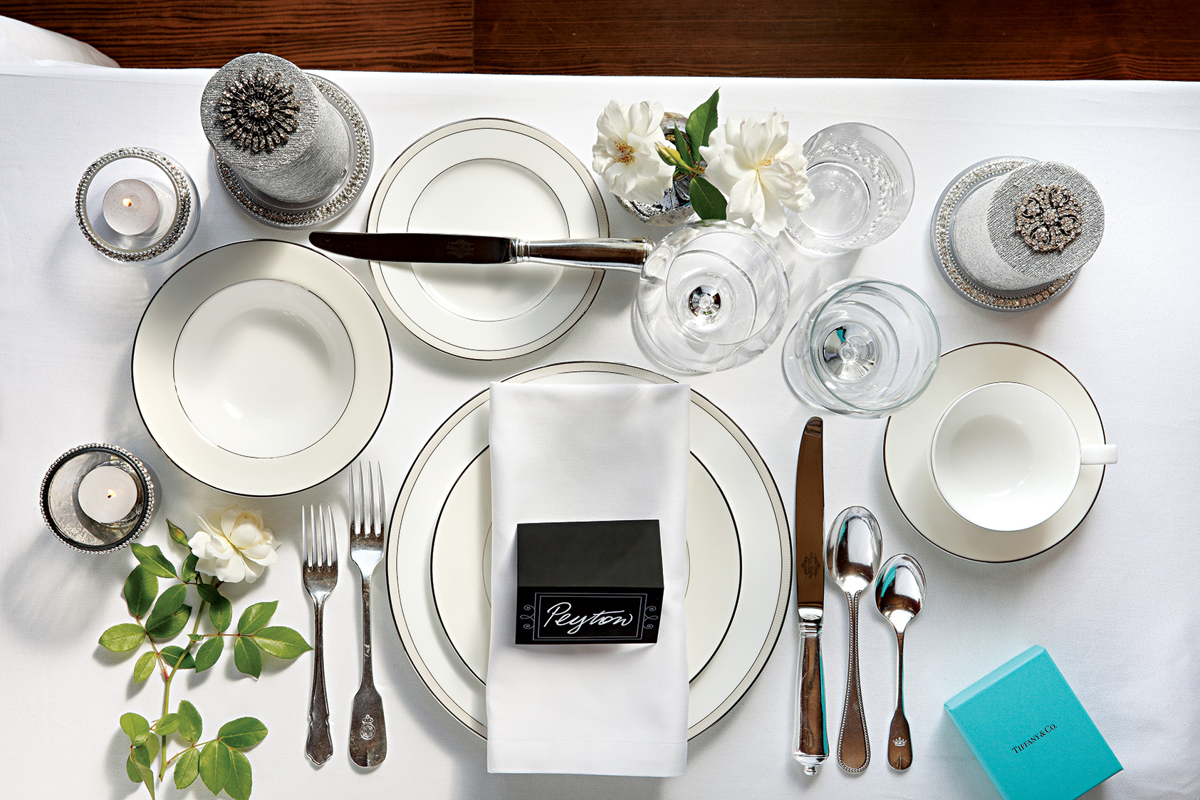 Elegant dinner table setting - Formal White